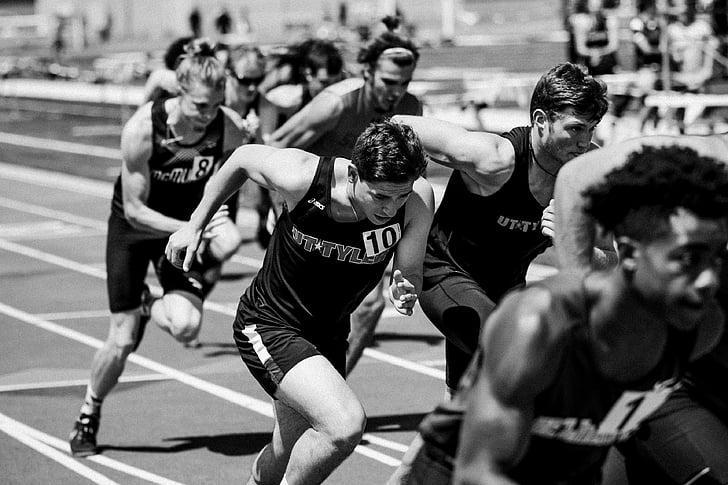 Men in sprint race